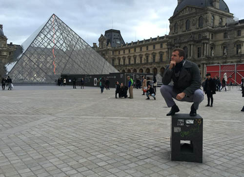 Forest Redlin taking in the Louvre