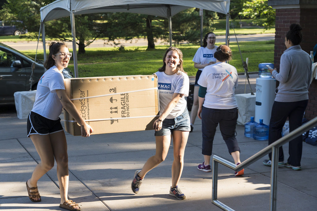 Student leaders help incoming students move-in on the first day of New Student Orientation.