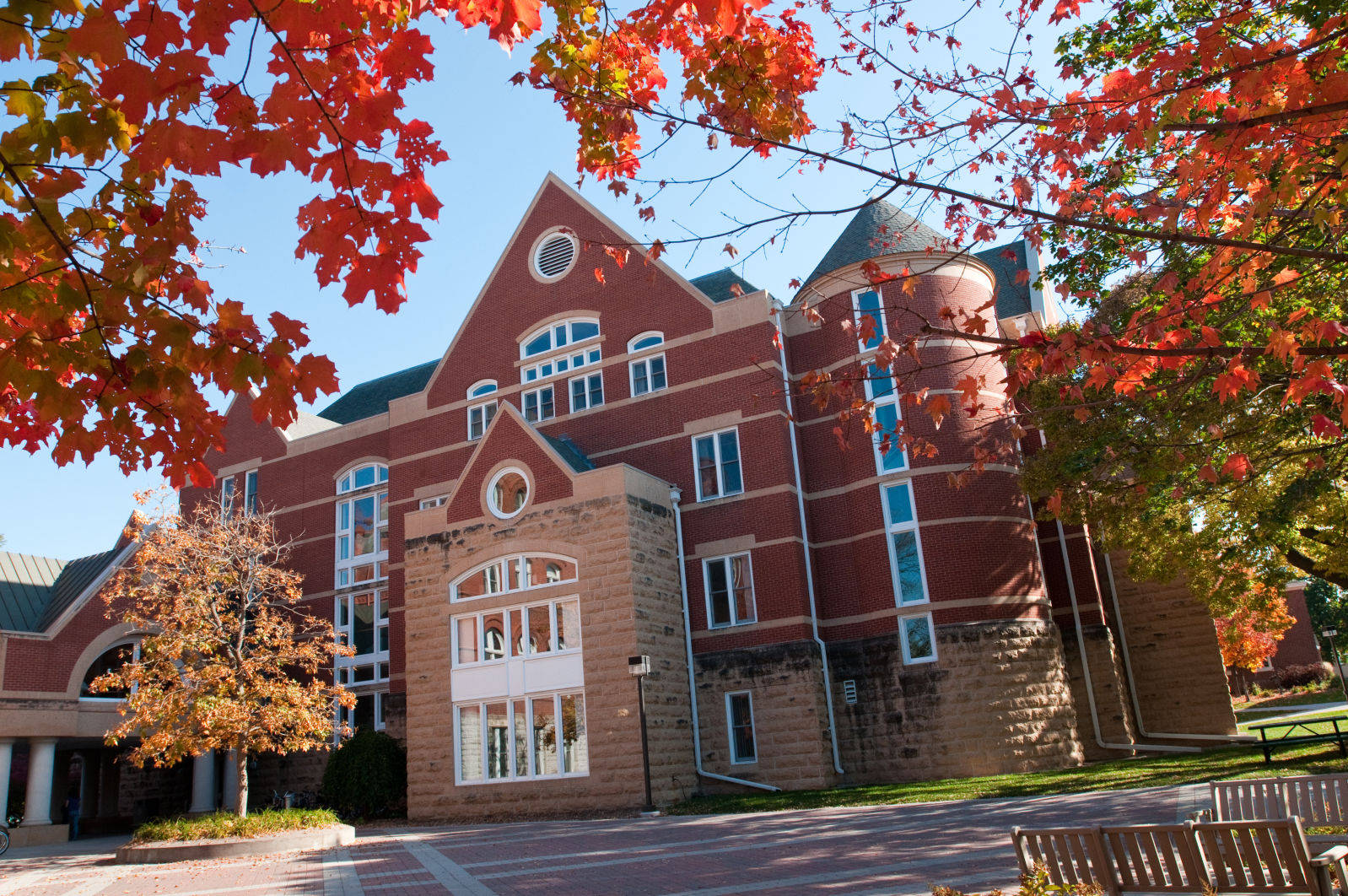 Fall_Campus_Photo_Shoot_Buildings_2010.jpg