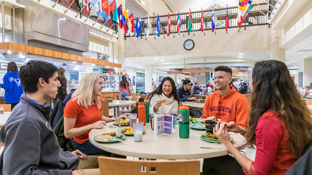 Students eating together in Cafe Mac.