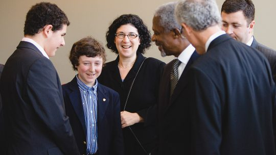 Photo of Kofi Annan with Brian Rosenberg and his family